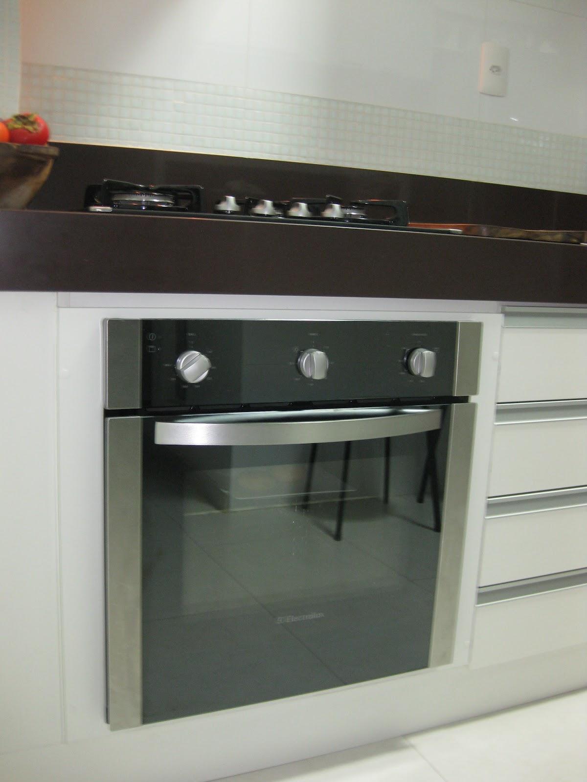 Visão mais próxima do forno logo abaixo do cooktop. Gostei demais  #6C4031 1200 1600
