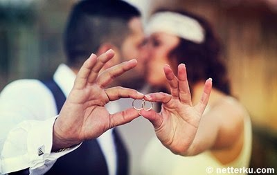 Saat Mantan Memamerkan Cincin Pernikahan Mereka - www.NetterKu.com : Menulis di Internet untuk saling berbagi Ilmu Pengetahuan!