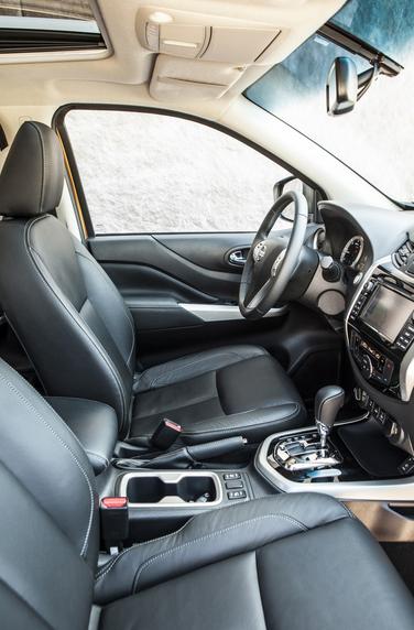 Imagen interior del Nissan Navara NP 300 2016