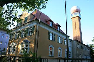 Villa mit Radarturm an der Prager Straße