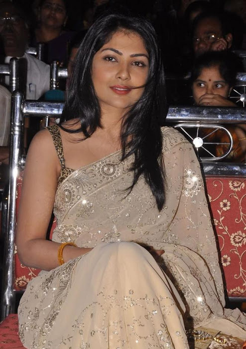 kamalinee mukherji in saree