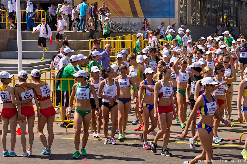 Женщины готовятся к старту 20 км Кубок Мира по Спортивной ходьбе Саранск 2012 | Women preparing for the 20 km race. IAAF World Race Walking Cup Saransk 2012