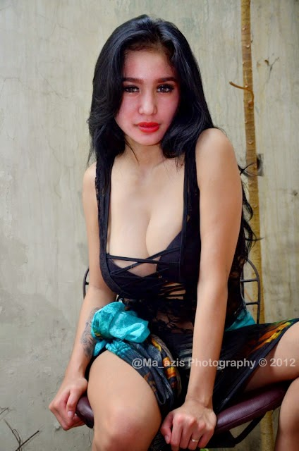 bibie julius cleavage pics 04