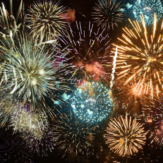 http://1.bp.blogspot.com/-ME4SPmA3R8Q/Vm8bx44gOhI/AAAAAAAA_Fc/RL-htlqZ5RY/s640/fireworks%2Bone.jpg