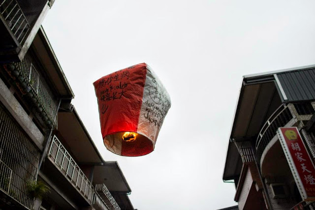 十分天灯 Shifen Sky Lantern