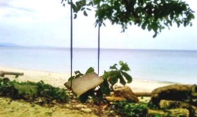 pemandangan pantai parigi