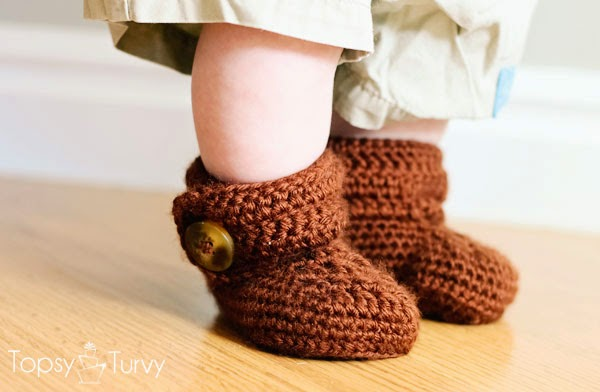 http://www.imtopsyturvy.com/crochet-wrap-button-baby-boots-girls-boys/
