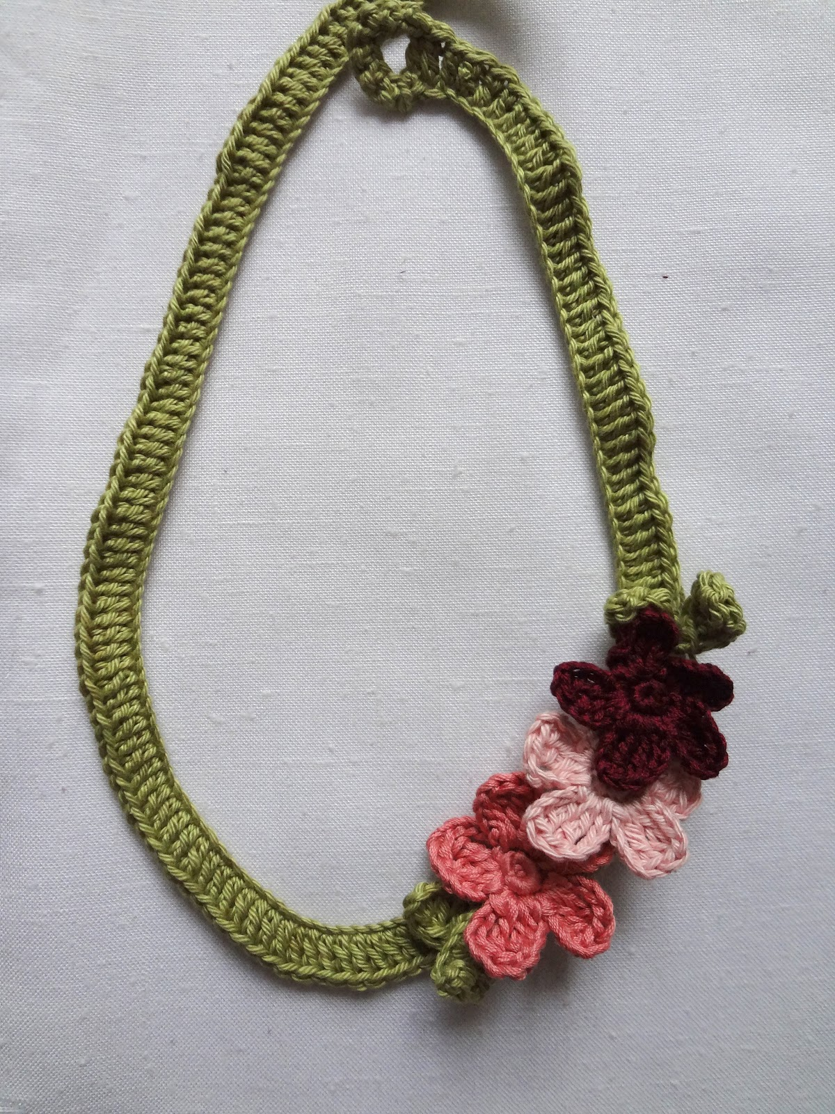 Little Treasures Flower Necklace free pattern updated