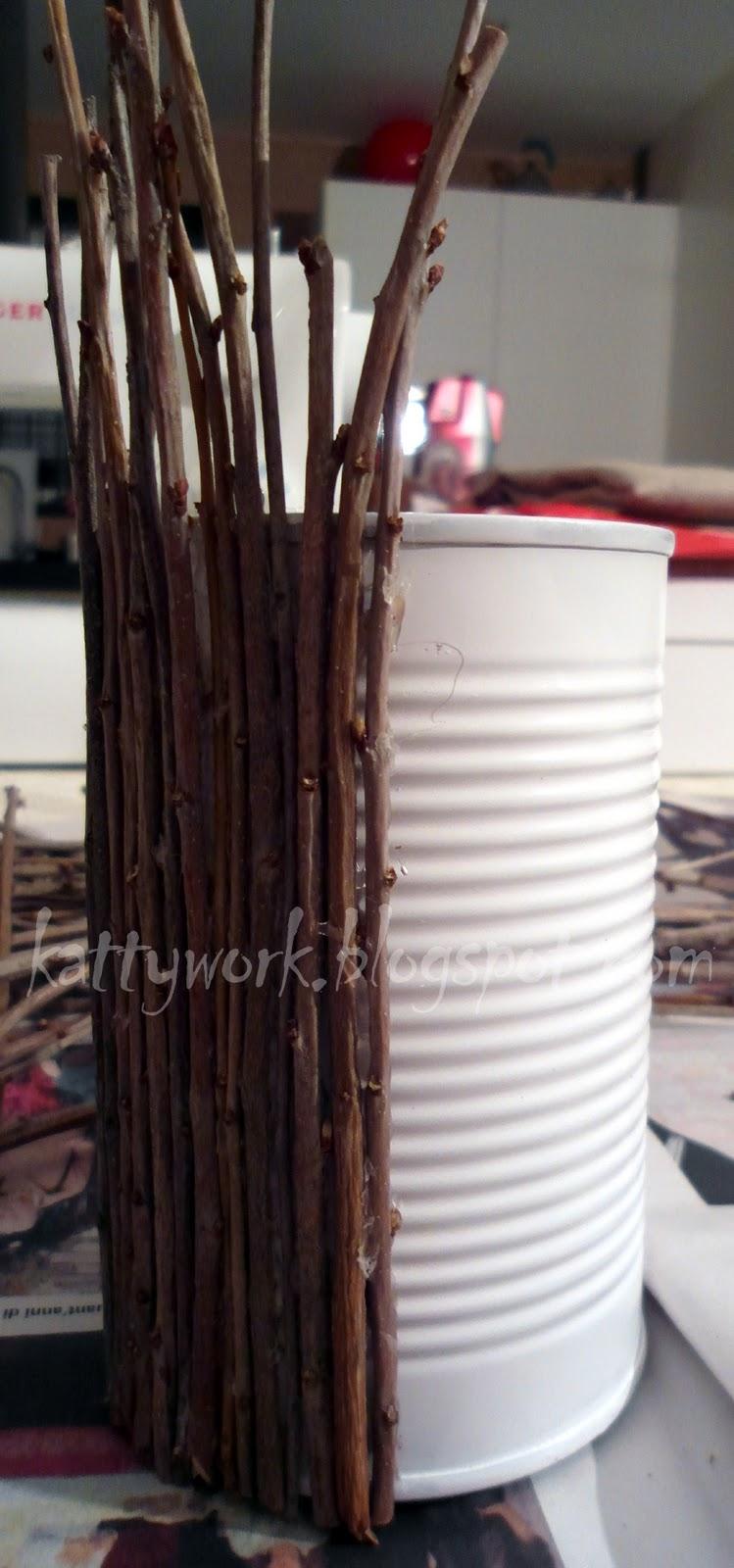 Work in progress riciclo barattolo di latta for Giardino rustico traliccio decorativo