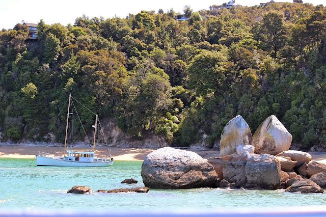 split apple rock abel tasman beach new zealand