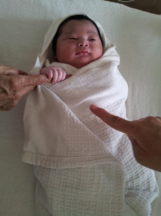 (GAMBAR) Anak Sulung Zed Zaidi, Ryan Ziqry Lahir 9.30 Pagi Tadi