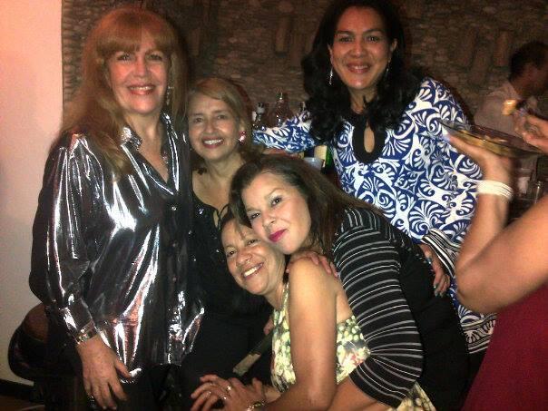Loly Señaris Calviño y un grupo de amigas.