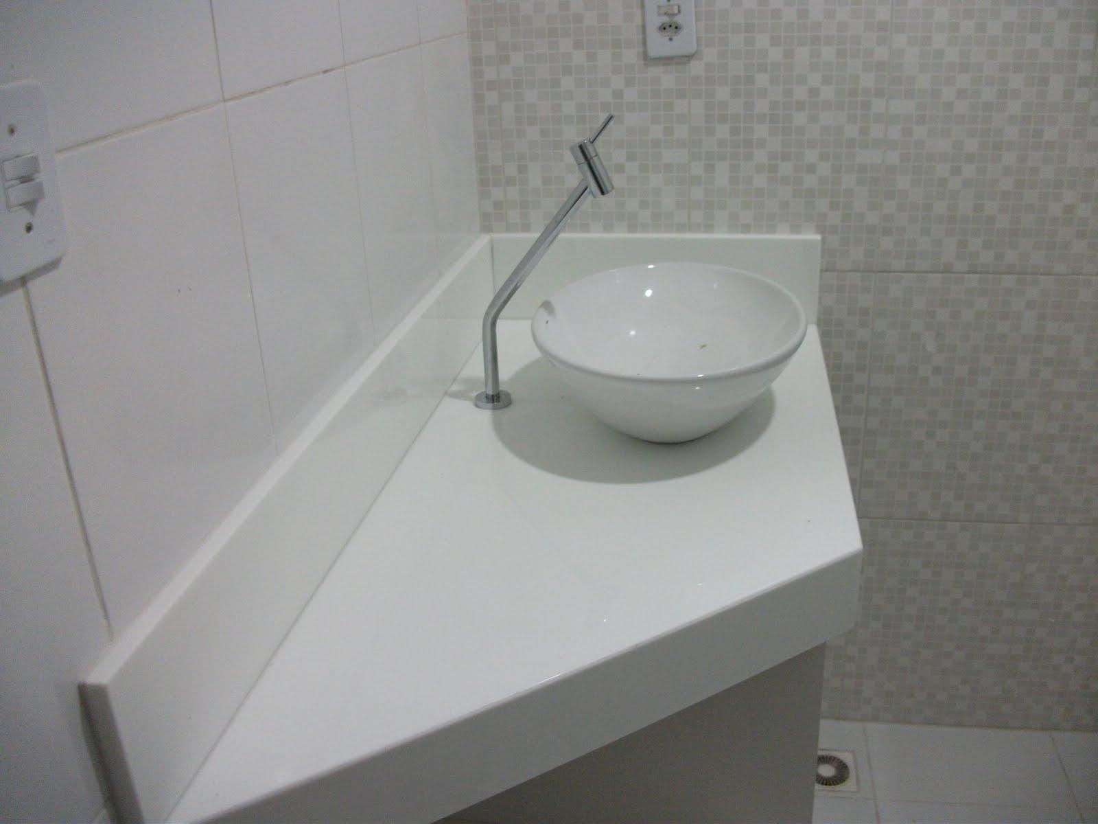 Granito Branco Cotton em Bancada de Área de Serviços #53564F 1600x1200 Banheiro Branco Prime