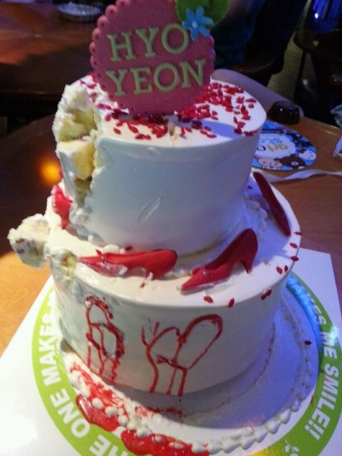 "[PICTURE] SNSD ""Girls Cakes"" for 5th Anniversary"