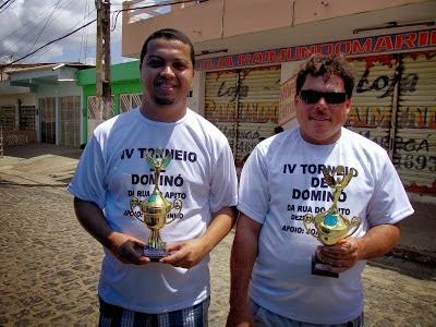 Torneio de domino agitou Rua do Apito neste ultimo domingo de 2013.