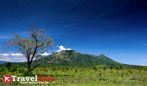 http://www.travelesia.co/2013/02/taman-nasional-baluran-menapaki.html