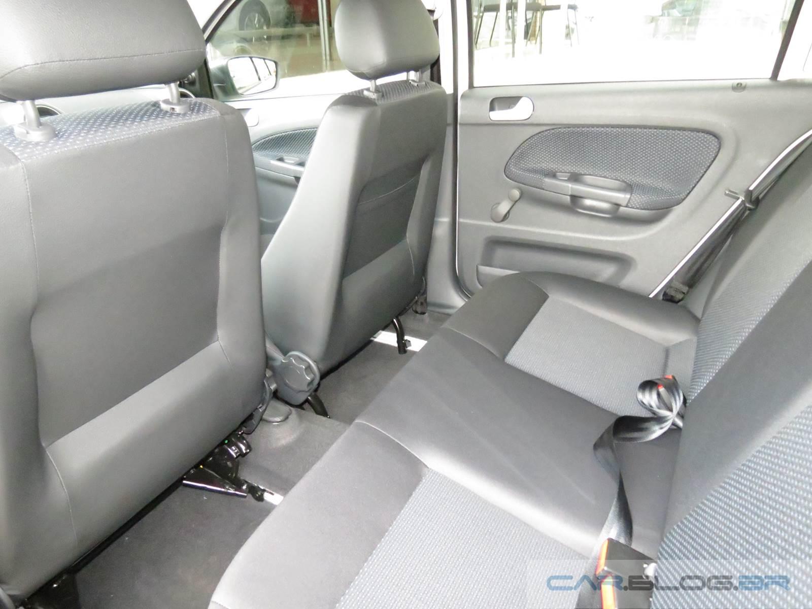 VW Gol 1.0 2015 x Chery Celer 1.5 Flex - espaço interno