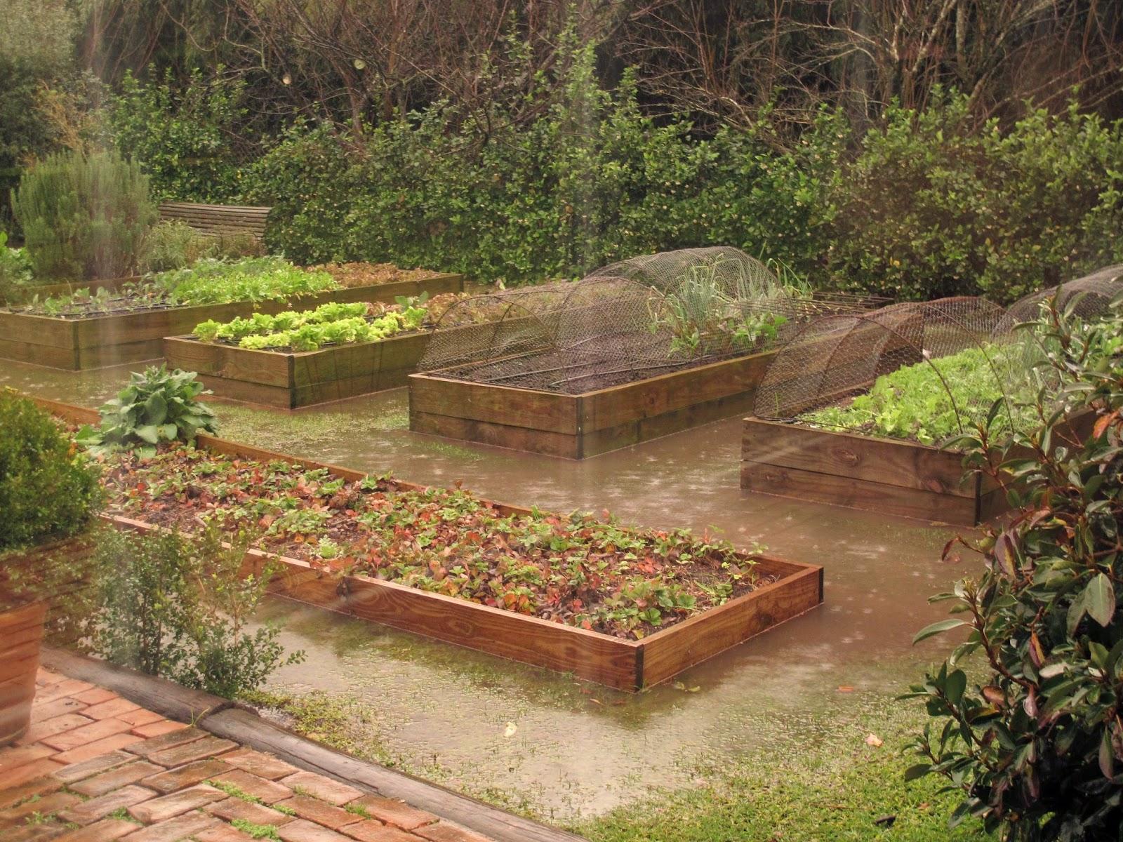 En el jardin huerta elevada for Piscina huerta de lara