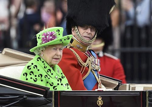 Look da Zuera! - Rainha da Inglaterra comemora seu aniversário com looks alternativos