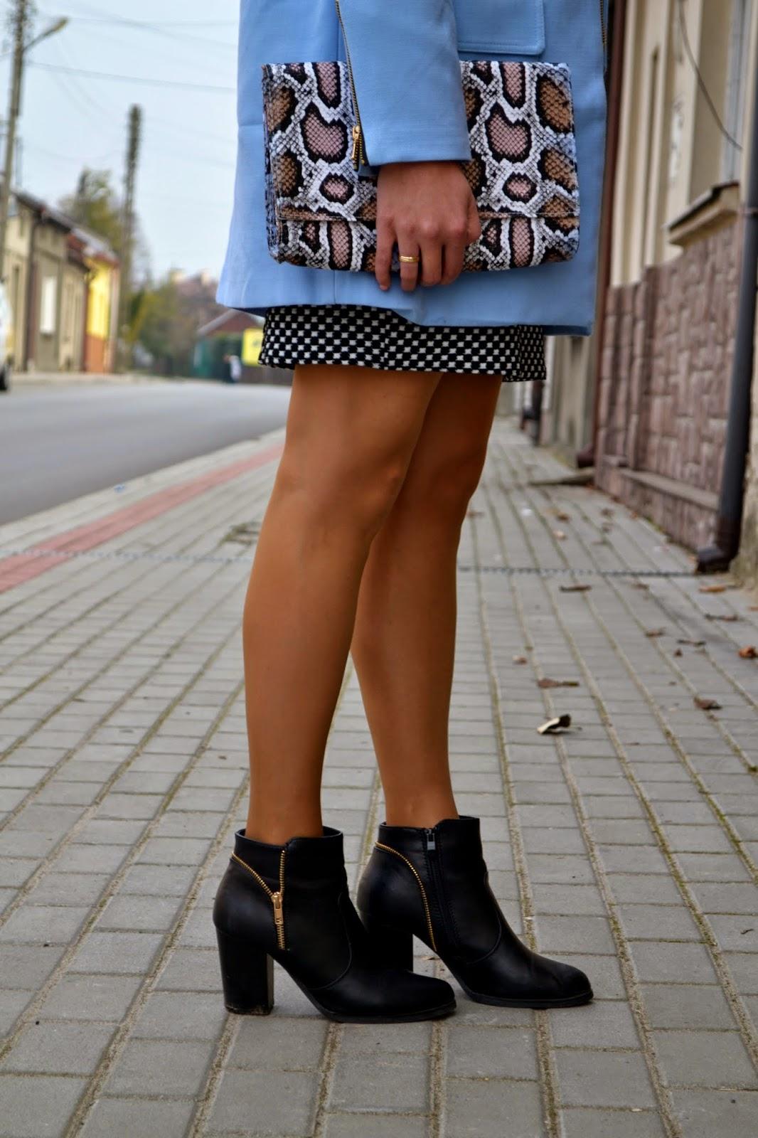 kopertówka pantera, panterkowa torebka, botki z zamkiem, botki na słupki, czarne botki