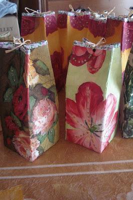 embrulhos e sacolas para presentes Cai15