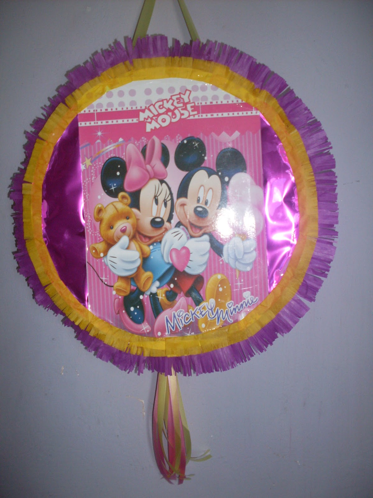 Piñata de minnie y mickey