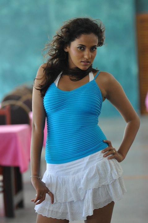 Lankan Hot Actress Model Tv presenter Singer Pics photos stills gallery: sinithi akila sexy sc