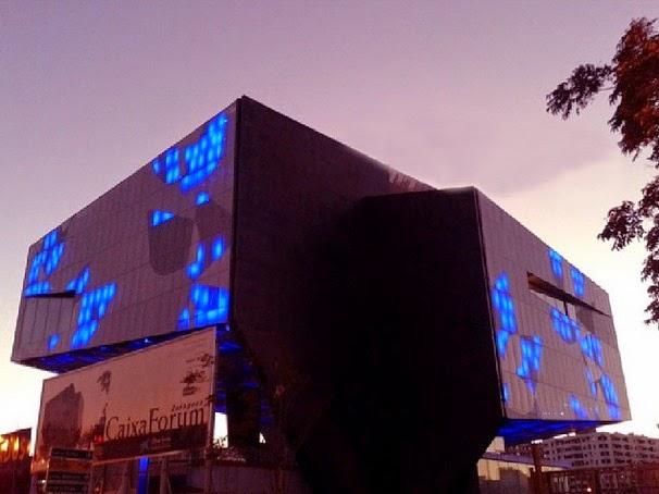 CaixaForum de noche