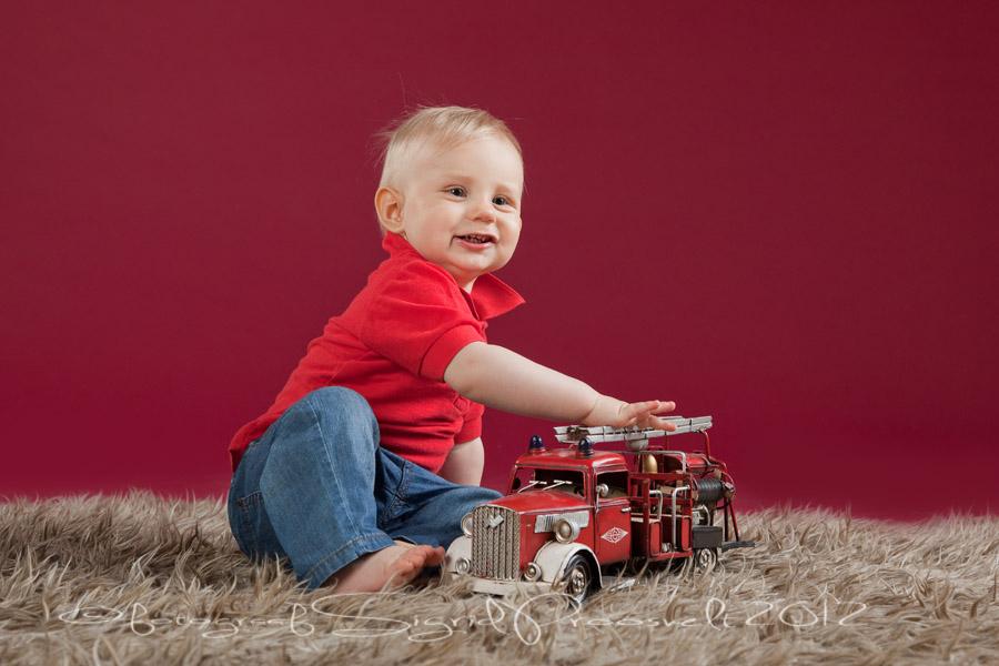 poiss-punase-tuletorje-autoga