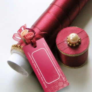 gambar contoh model kartu undangan pernikahan lipat gulung pita kembang