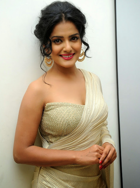 Vishakha Singh in White Saree Half Blouse Stunning Beauty at Rowdy Fellow Audio Launch