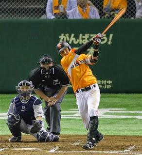 6回 二塁打を放つ巨人・大田=東京ドーム (撮影・吉澤良太)(写真:サンケイスポーツ)