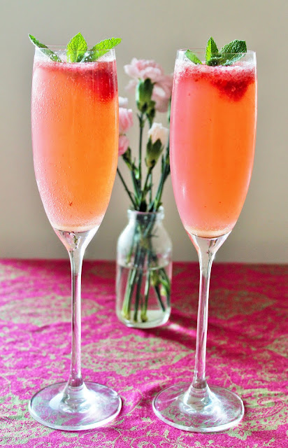 Delicious gluten free raspberry prosecco cocktails 3 for Drinks made with prosecco
