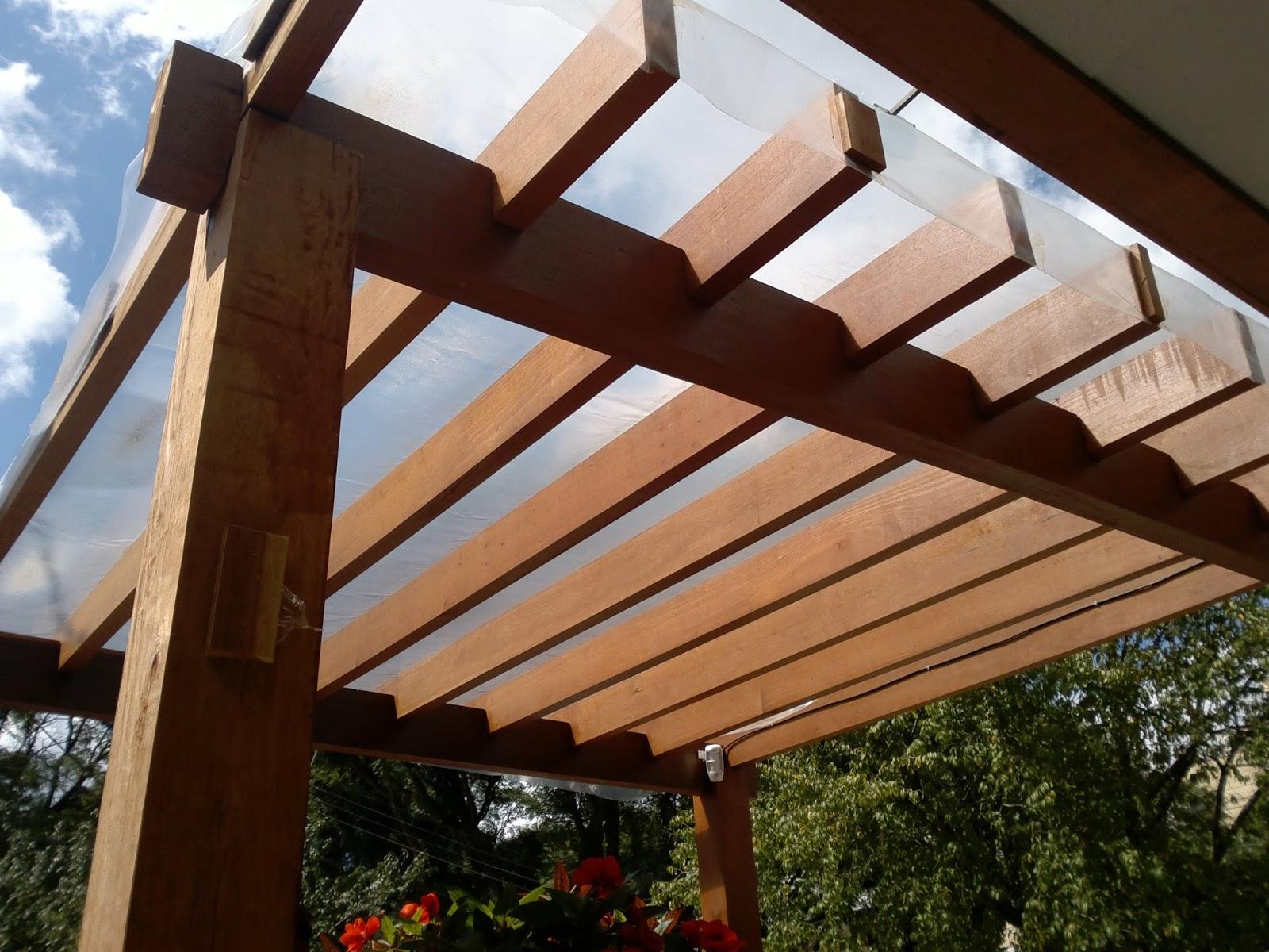 Tem com telhado de acrílico que protege da chuva e diminui bastante  #2D1C10 1600x1200