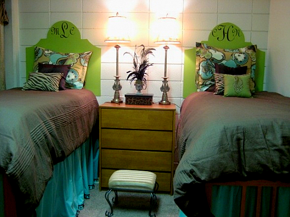 Decorating Ideas > The Old Post Road How To Decorate A Dorm Room ~ 044206_Dorm Room Headboard Ideas