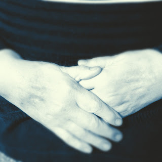 Oma Hände