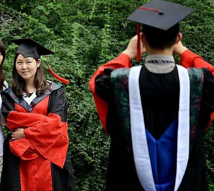 Jovens estudantes não se interessam pelo modelo comunista mas sim pelos modelos ocidentais.