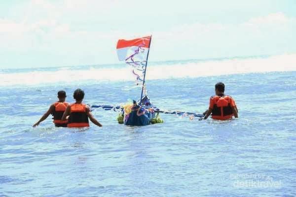 Sedekah Laut, Antara Legenda, Mistis dan Pesta Rakyat