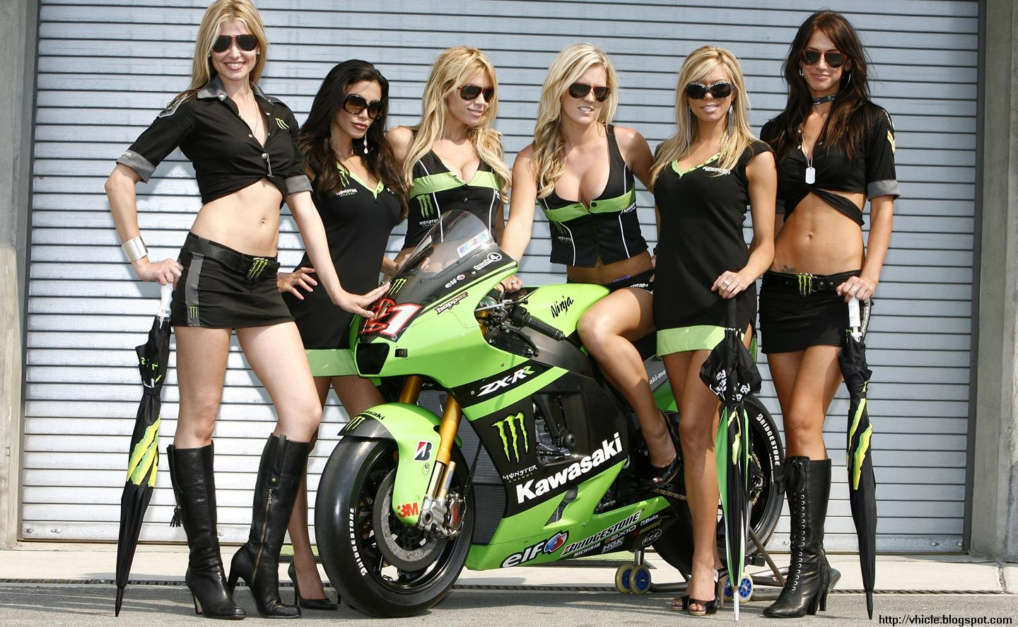 girls bikes cars on and Hot
