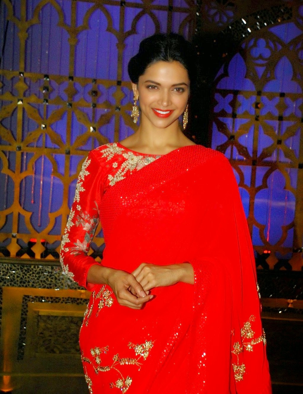 cinemagallery: Deepika Padukone Hot Stills In Red Saree