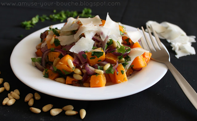 Roasted butternut squash salad with goat's cheese and red onion recipe