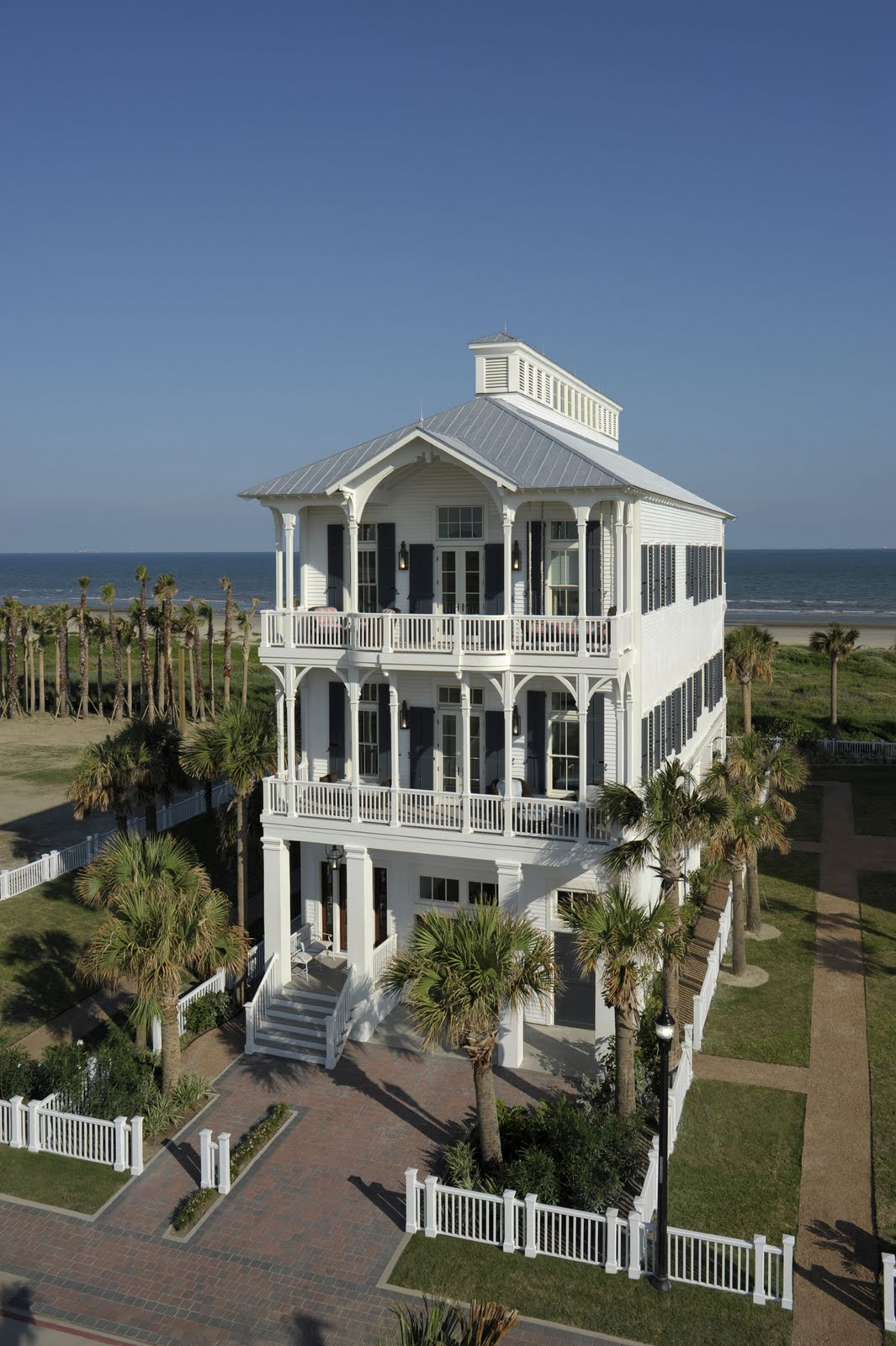 Texas style and substance galveston beachtown for Coastal home builders texas