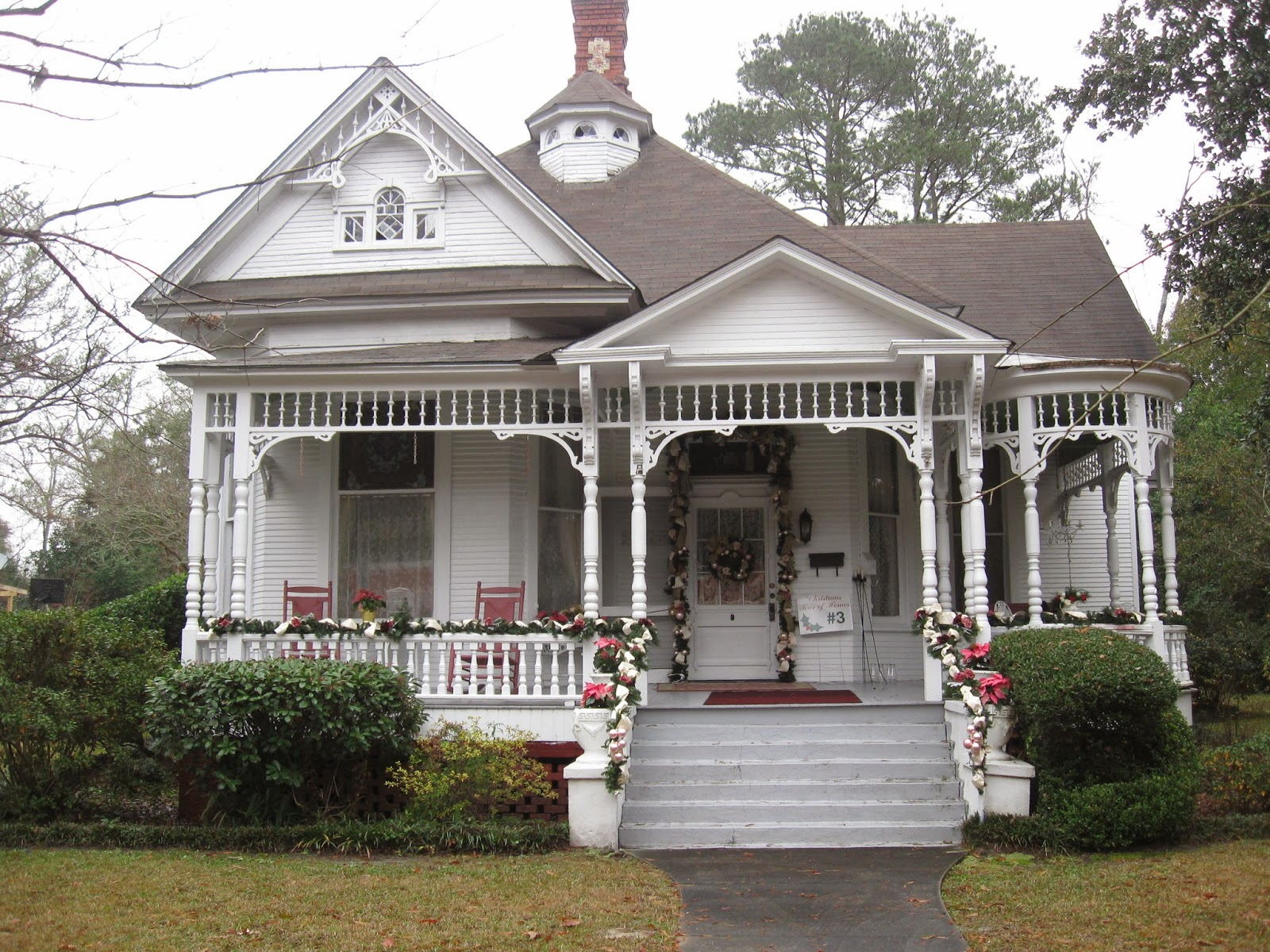 One shabby old house christmas tour first impressions for Home builders alabama