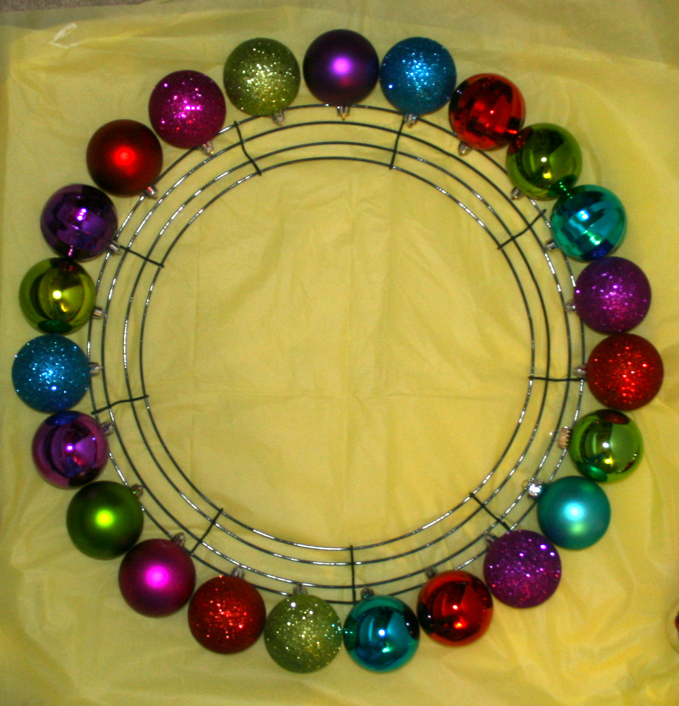 Smart-Bottom Enterprises: Christmas Ornament Wreath