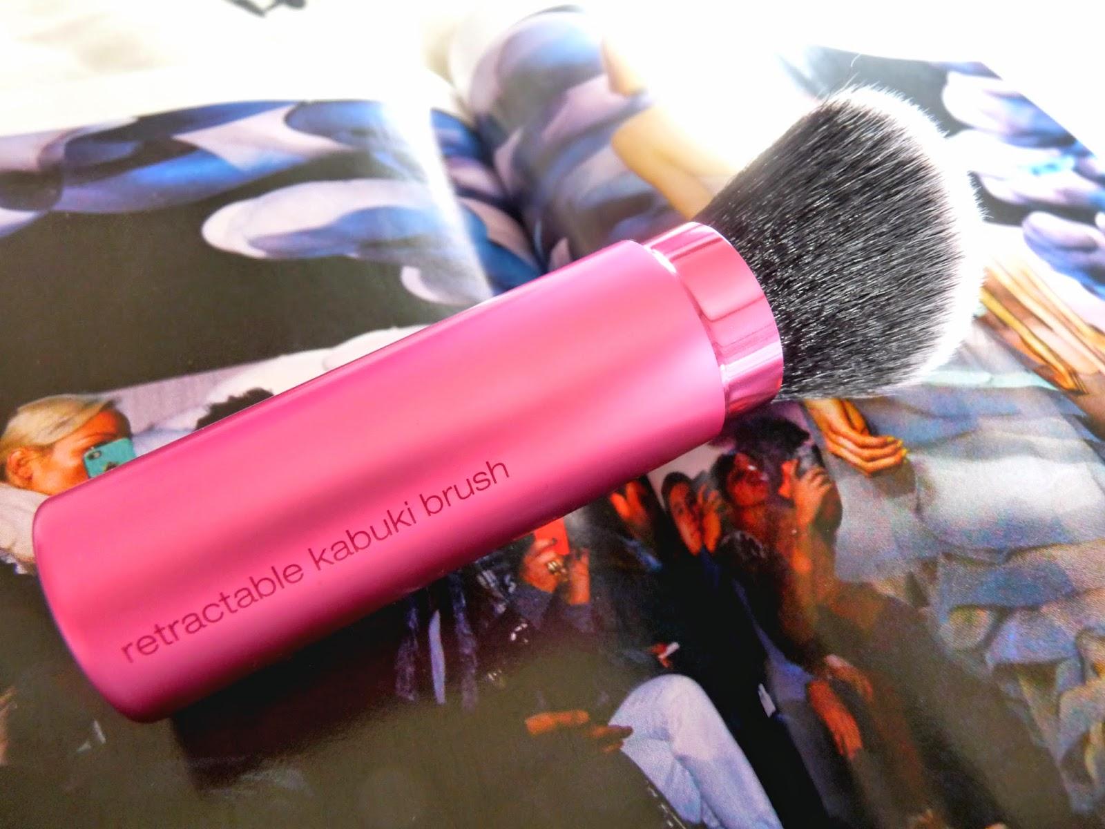 Real Techniques Retractable Kabuki Brush makeup brush beauty
