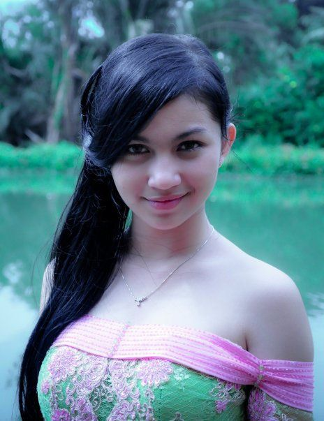 Ariel Tatum - Cute Indonesian Singer Photoshoot 2013