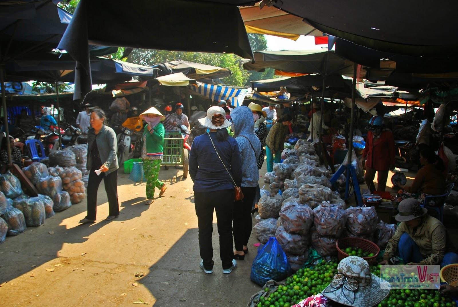 Tham quan chợ Sa Đéc nhộn nhịp dịp cuối năm