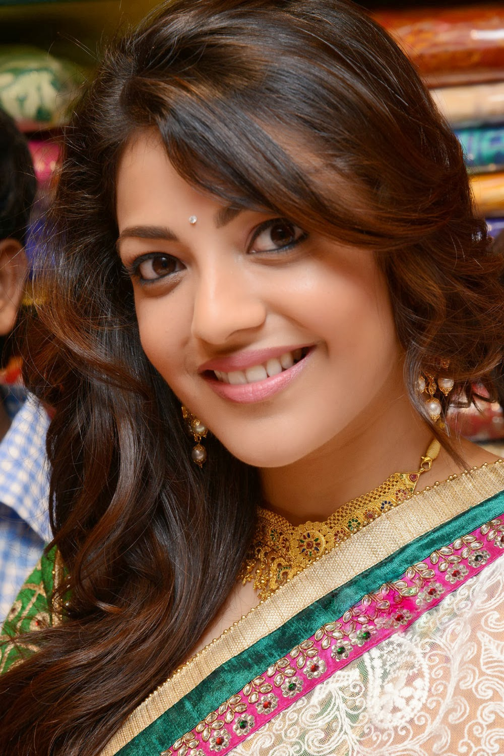 Kajal Agarwal necklace, Kajal Agarwal hot in saree