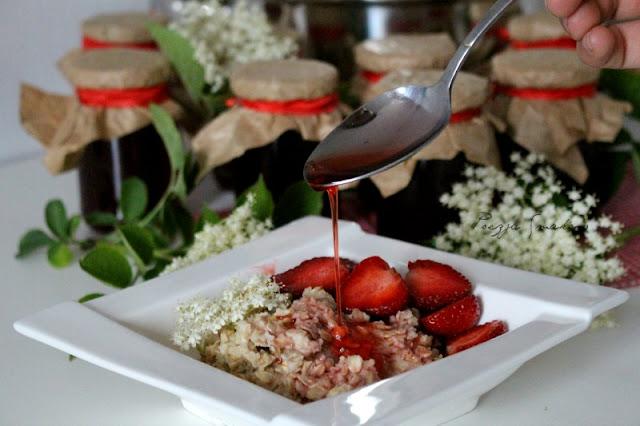Syrop z truskawek i dzikiego bzu - deserowy i zdrowy.