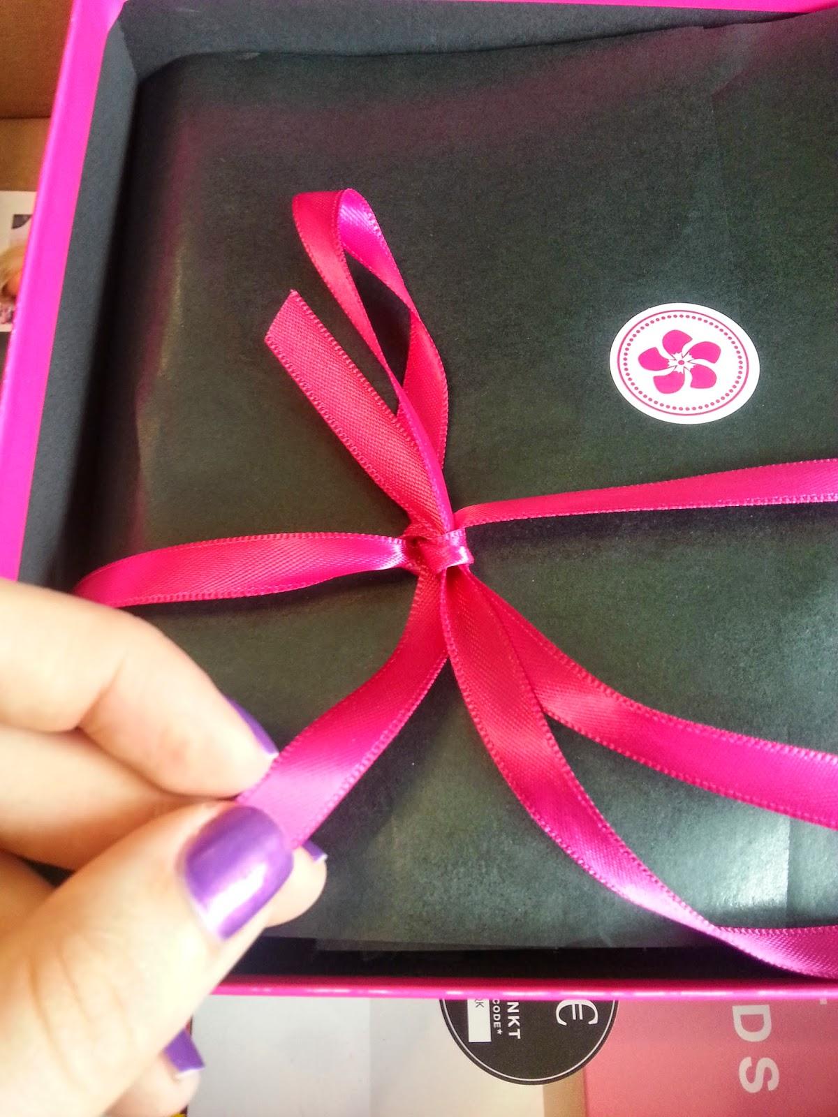 Glossy Box vs. Pink Box - Mai - www.annitschkasblog.de